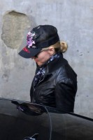 madonna-leaving-kabbalah-center-01