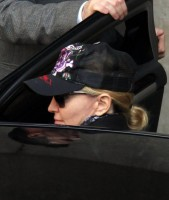 madonna-leaving-kabbalah-center-03