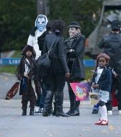 20101102-pictures-madonna-halloween