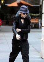 20101113-pictures-madonna-david-kabbalah-new-york-05