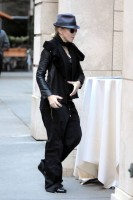 20101113-pictures-madonna-david-kabbalah-new-york-08