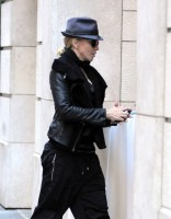 20101113-pictures-madonna-david-kabbalah-new-york-09