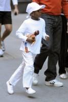20101113-pictures-madonna-david-kabbalah-new-york-17