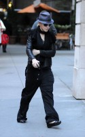 20101114-pictures-madonna-david-kabbalah-nyc