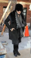 20110210-pictures-madonna-leaves-apartment-new-york-05