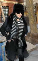 20110210-pictures-madonna-leaves-apartment-new-york-08