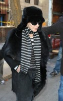 20110210-pictures-madonna-leaves-apartment-new-york-11