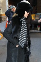 20110210-pictures-madonna-leaves-apartment-new-york-12