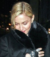 20110220-pictures-madonna-out-and-about-london-02