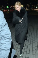 20110220-pictures-madonna-out-and-about-london-05