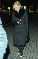 20110220-pictures-madonna-out-and-about-london-06