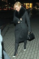 20110220-pictures-madonna-out-and-about-london-07