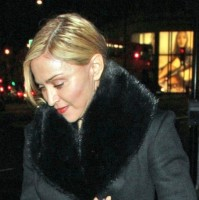 20110220-pictures-madonna-out-and-about-london-08