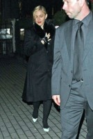 20110220-pictures-madonna-out-and-about-london-09
