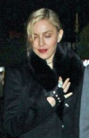 20110220-pictures-madonna-out-and-about-london-10