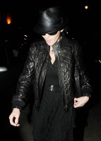 20110224-pictures-madonna-leaving-recording-studio-london-01