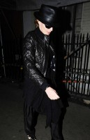 20110224-pictures-madonna-leaving-recording-studio-london-02