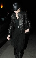 20110224-pictures-madonna-leaving-recording-studio-london-03
