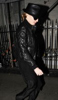 20110224-pictures-madonna-leaving-recording-studio-london-05