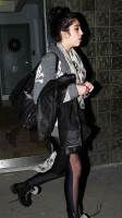 20110224-pictures-madonna-leaving-recording-studio-london-06