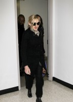 20110226-pictures-madonna-leaving-lax-aiport-los-angeles-02