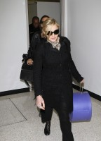 20110226-pictures-madonna-leaving-lax-aiport-los-angeles-03
