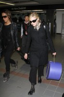 20110226-pictures-madonna-leaving-lax-aiport-los-angeles-05