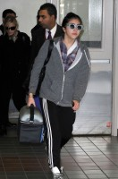 20110226-pictures-madonna-leaving-lax-aiport-los-angeles-07