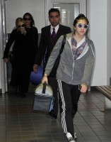 20110226-pictures-madonna-leaving-lax-aiport-los-angeles-08