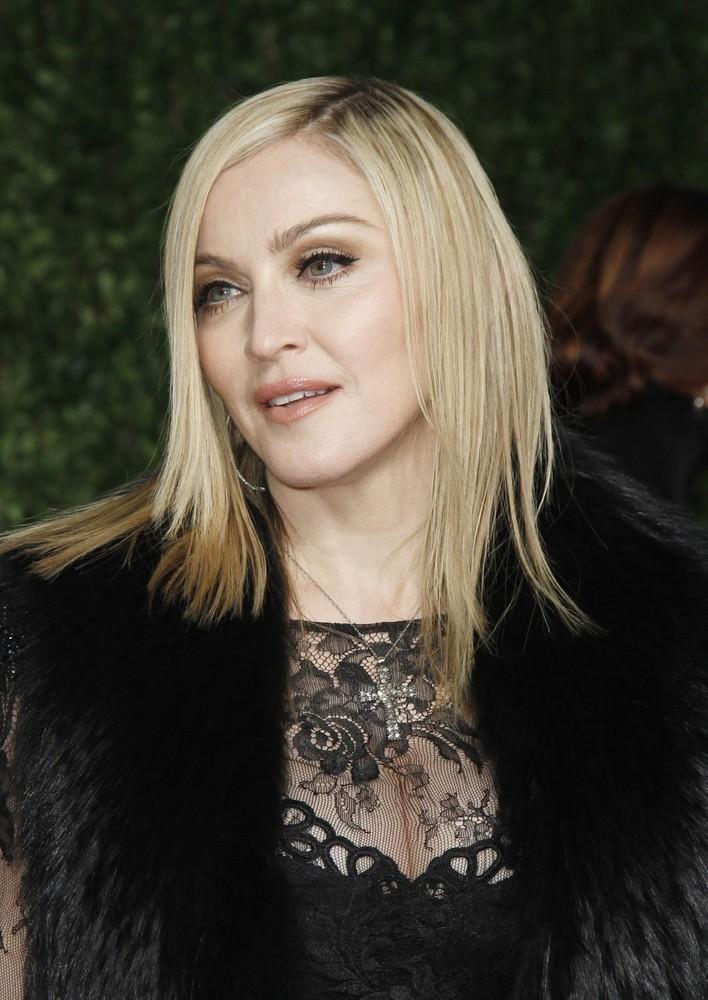 20110227-pictures-madonna-lourdes-oscar-