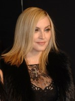 20110227-pictures-madonna-lourdes-oscar-after-party-graydon-carter-35
