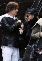20110326-pictures-madonna-lourdes-kabbalah-center-new-york-01