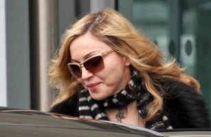 Madonna arriving at Heathrow airport, London (18)