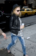 Madonna out and about, New York, April 25 2011 (9)