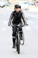 Madonna a velo dans les rues de New York, 6 mai 2011 (26)