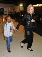 Madonna arrives at JFK airport New York - destination London (5)