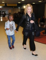 Madonna arrives at JFK airport New York - destination London (8)