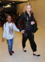 Madonna arrives at JFK airport New York - destination London (14)