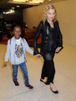 Madonna arrives at JFK airport New York - destination London (15)