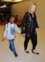 Madonna arrives at JFK airport New York - destination London (16)