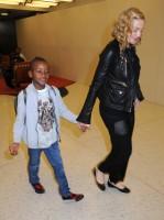 Madonna arrives at JFK airport New York - destination London (17)