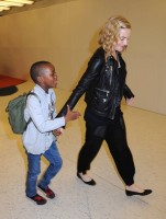 Madonna arrives at JFK airport New York - destination London (18)
