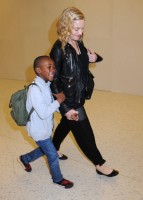 Madonna arrives at JFK airport New York - destination London (19)