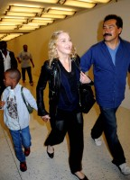 Madonna arrives at JFK airport New York - destination London (22)