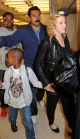 Madonna arrives at JFK airport New York - destination London (24)
