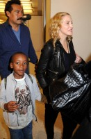 Madonna arrives at JFK airport New York - destination London (25)