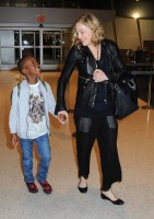 Madonna arrives at JFK airport New York - destination London (31)