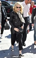 20110626-pictures-madonna-arrives-gare-du-nord-paris-02