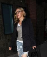 Madonna quittant un studio d'enregistrement à Soho, Londres - 8 juillet 2011 (6)