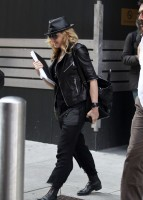 20110805-pictures-madonna-business-meeting-new-york-03